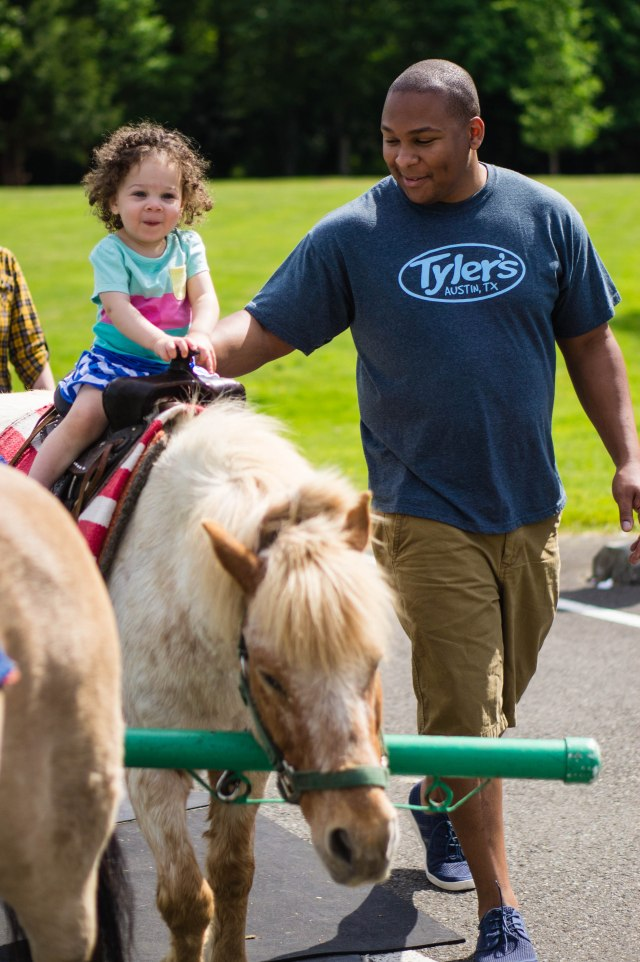 I'm on a horse!  Horsie!